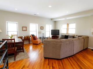 HomeSuite: Fabulous 2-Bedroom Located on N Sedgwick St , Chicago - Chicago vacation rentals