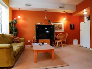 HomeSuite: Amazing Studio Located on N Sedgwick St , Chicago - Chicago vacation rentals