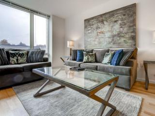 Luxury White Plains 1 Bedroom Apartment with Pool - White Plains vacation rentals