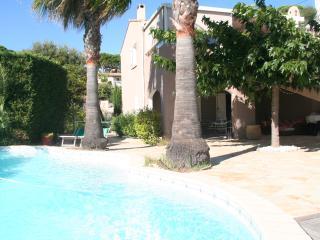 Joli Appartement au calme avec Piscine - Saint-Maxime vacation rentals