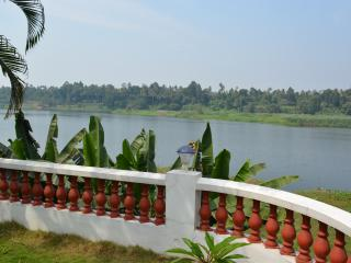 Periyar Homestay, RiverView AC Room, Kochi Airport - Kochi vacation rentals