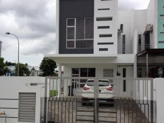 Comfort holiday house @Bukit Indah JB - Johor Bahru vacation rentals