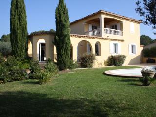 Villa provençale proche d'Uzés, Avignon, Nimes. - Gaujac vacation rentals