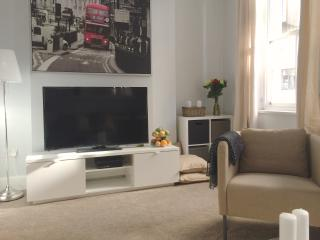 New! Luxury! 2bed/2bath CoventGarden 3 min to tube - London vacation rentals