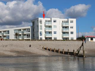 Bright 2 bedroom East Wittering Apartment with Internet Access - East Wittering vacation rentals