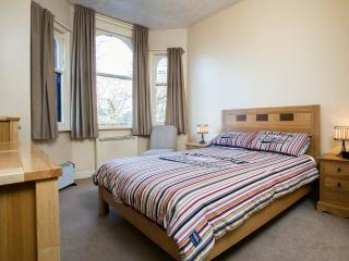 Bright Roomy 2 Bed Apt in Leafy South Manchester. - Manchester vacation rentals