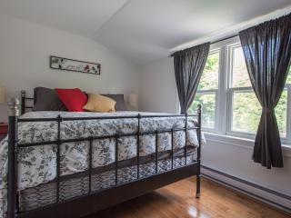 1 cozy bedroom, close to lake and downtown. - Orillia vacation rentals
