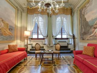 Artistic flat with terrace in the heart of Florenc - Florence vacation rentals