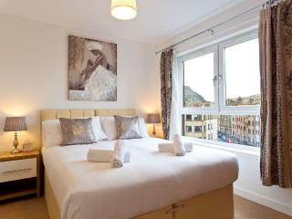 Lochend Park VIew Apartment B with free parking,lift,free WI-FI,balcony. - Edinburgh vacation rentals