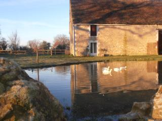 Beautiful 2 bedroom Gite in Prissac with Internet Access - Prissac vacation rentals