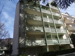 Apt résidence du Grand Hotel  SKI / CURE - Bagneres-de-Luchon vacation rentals