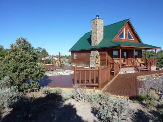 Nice Chalet with Deck and Internet Access - Fort Garland vacation rentals