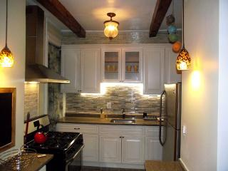 3 Bedrm Apt ,Private ,Cozy Easily Accessible - Brooklyn vacation rentals