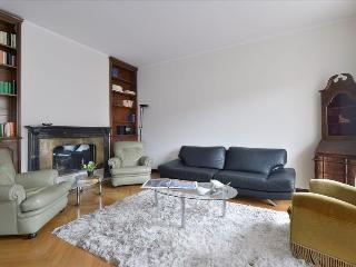 Spacious and elegant flat with balconies - Milan vacation rentals