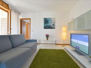 Cozy Condo with Internet Access and Dishwasher - Bologna vacation rentals