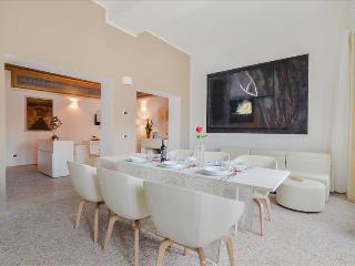 Garisenda - Ample 3 bdr apt in the city center Palazzo Banchi - Bologna vacation rentals