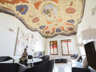 Paracelso - Elegant 3bdr with view Palazzo Banchi - Bologna vacation rentals