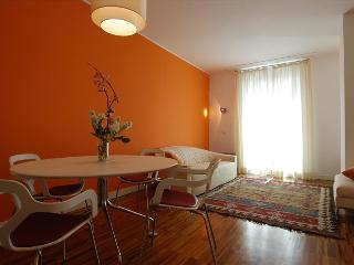 Modern & bright 2bdr (Bocconi area) - Milan vacation rentals