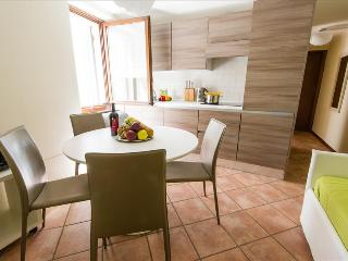2bdr apt in the heart of Verona - Verona vacation rentals