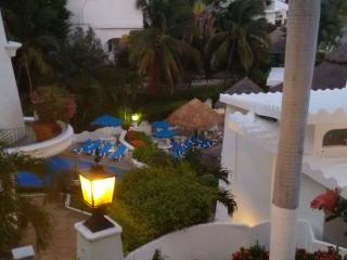 Maravilloso estudio junto al hotel Las Hadas, las mejores vistas de Manzanillo - Manzanillo vacation rentals
