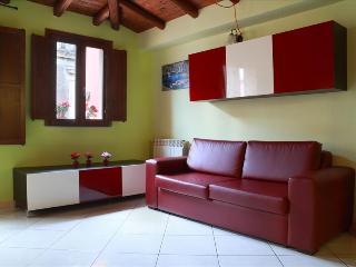 Cozy Condo with Internet Access and A/C - Catania vacation rentals
