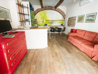 2bdr apt in Renaissance palace - Verona vacation rentals