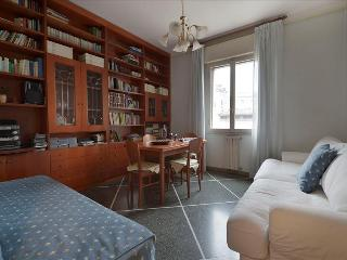 Spacious 1bdr apt in city centre - Bologna vacation rentals