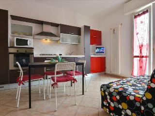 Bright 1bdr apt in city centre - Bologna vacation rentals