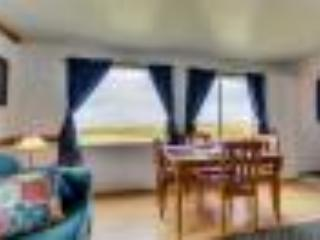 Ocean Front Cottage Sleeps 16. Pets OK; 2 Kitchens - Yachats vacation rentals