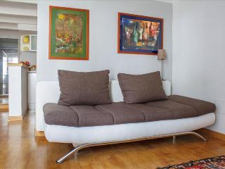 Lovely studio in Riviera di Chiaia - Napoli vacation rentals