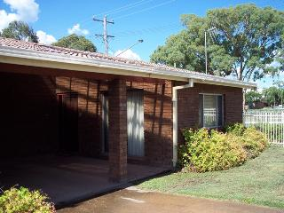 Comfortable 2 bedroom Mudgee Condo with Internet Access - Mudgee vacation rentals