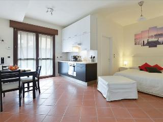 Modern & cozy studio w/parking - Bologna vacation rentals