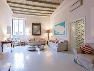 GrandOrsetto 3be3ba large bright 150m Pza Navona - Rome vacation rentals