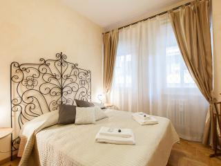 Alex's House Elegant apt  Vatican City, Rome - Rome vacation rentals