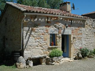 Cozy 3 bedroom Saint-Antonin Noble Val Gite with High Chair - Saint-Antonin Noble Val vacation rentals