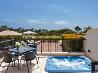 Luxury 2 Bedroom Apartment Near Sea with Jacuzzi - Quinta do Lago vacation rentals