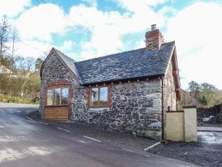 THE OLD SMITHY, semi-detached, open plan studio layout, woodburner, WiFi, Ratlinghope, Ref 930997 - Ratlinghope vacation rentals