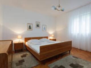 3 BEDROOM SHABBY CHIC APARTMENT - Split vacation rentals