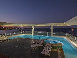 Colorful condo w/ shared rooftop pool & hot tub, sweeping views. Near the coast! - Valparaiso vacation rentals