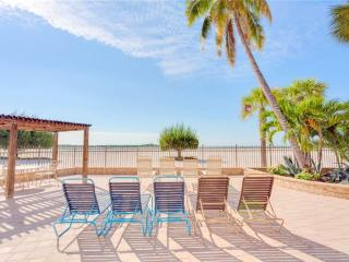 Carlos Pointe PH1, Penthouse 4 Bedrooms, Gulf Front, Heated Pool, Sleeps 10 - Survey Creek vacation rentals