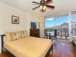 Updated studio with kitchen, WiFi, washer/dryer, parking.  Sleeps 3. - Waikiki vacation rentals