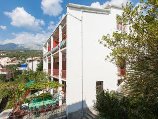 Bright 4 bedroom Podgora Apartment with Internet Access - Podgora vacation rentals