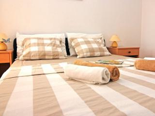 2 bedroom Condo with Internet Access in Seget Vranjica - Seget Vranjica vacation rentals