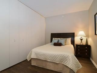 HomeSuite: Splendid 1-Bedroom Located on N Desplaines St , Chicago - Chicago vacation rentals