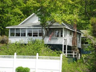 Charming 1920's cottage in Ocean Point, Maine - East Boothbay vacation rentals