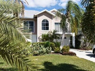 Villa Pelican - Great Location, just 2 ML to Beach - Fort Myers Beach vacation rentals