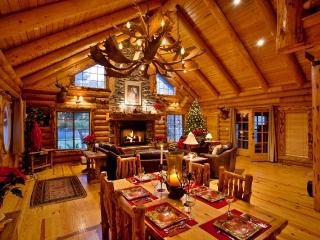 Rustic 4BR Highland Log Home w/Loft & Hot Tub - 30 Minutes From Snowbird and Alta Ski Resort! - Highland vacation rentals