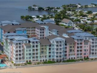 The Sanderling *Interior Condo with Pool View located with in complex Right on the beach!* - Virginia Beach vacation rentals