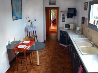 Appartement de 40m2 Lumineux avec petit jardin - Meze vacation rentals