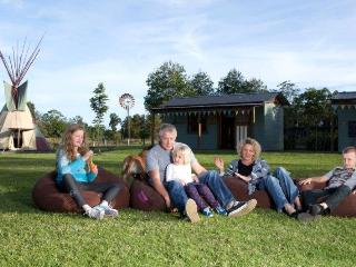 KINGS CREEK RETREAT - Group glamping near Forster - Krambach vacation rentals